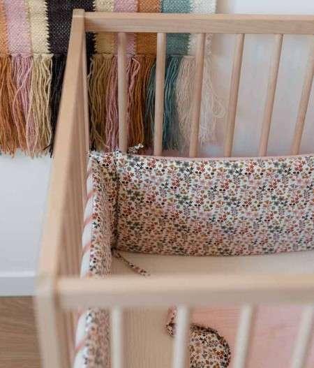 tour-de-lit-bébé-rose