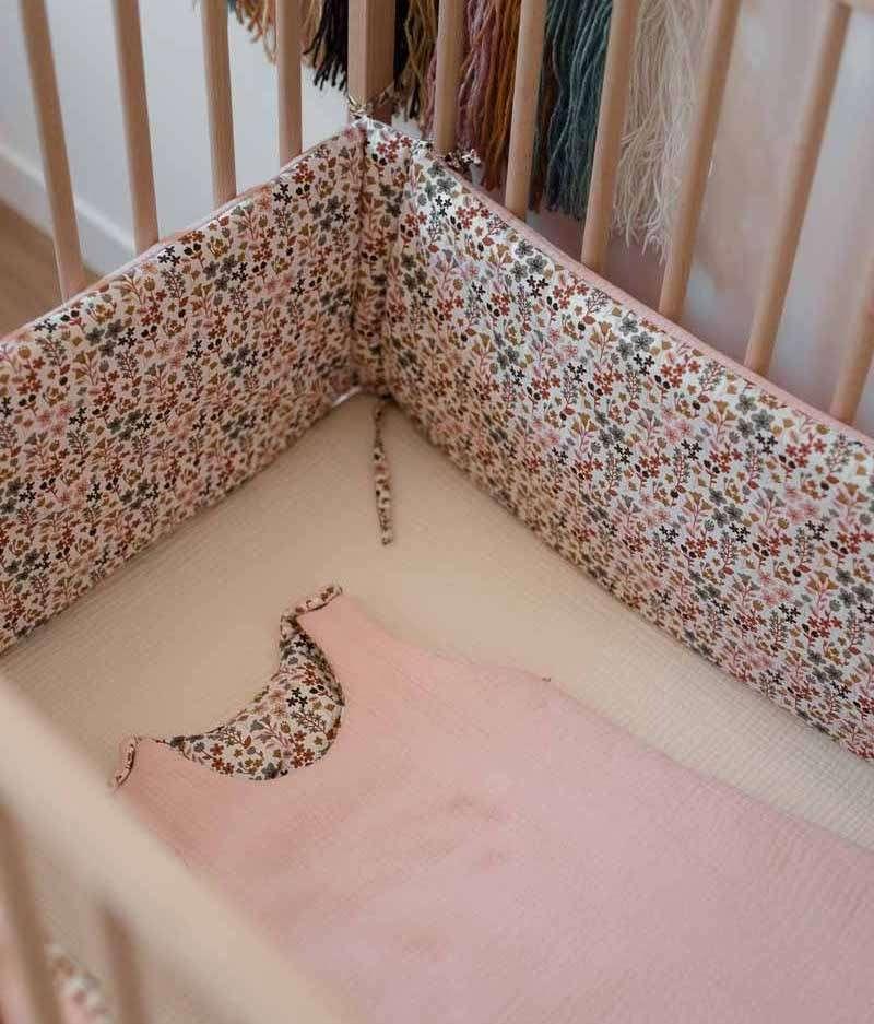 tour-de-lit-bébé-fille