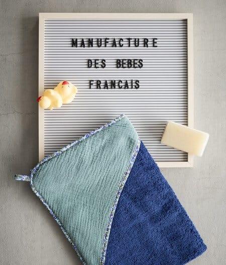 Cape de bain bébé personnalisée made in France - fleurs bleues