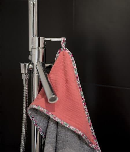 Sortie de bain bébé personnalisée made in France baignoire - barrière de corail