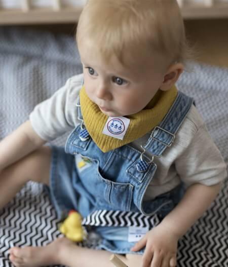 Bavoir bandana bébé personnalisé zoom - colonel moutarde