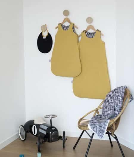 Bavoir bébé personnalisé aevc gigoteuse - colonel moutarde