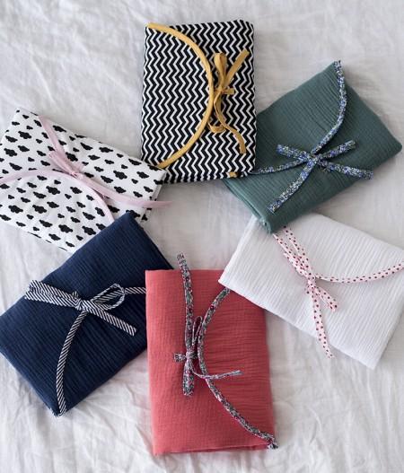 tapis à langer nomade made in france cercle - fleurs bleues