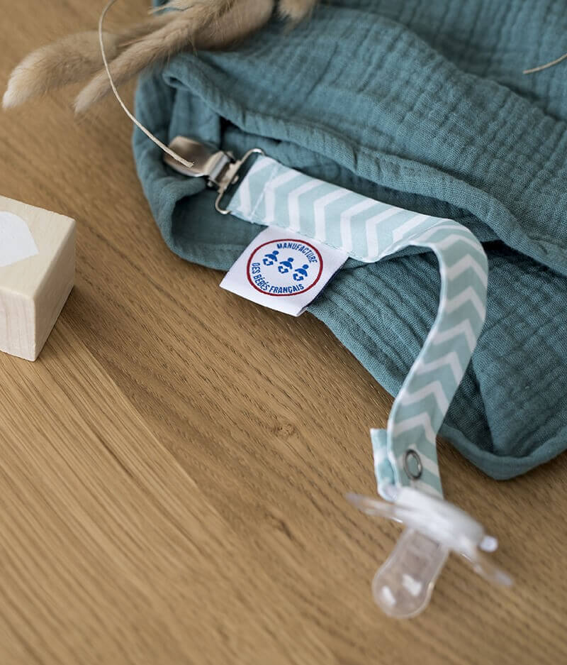 attache tétine personnalisée - fleurs bleues